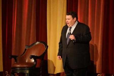 CloseSpecial guest comedian John Pinette entertains the guests (San Diego, 2009).