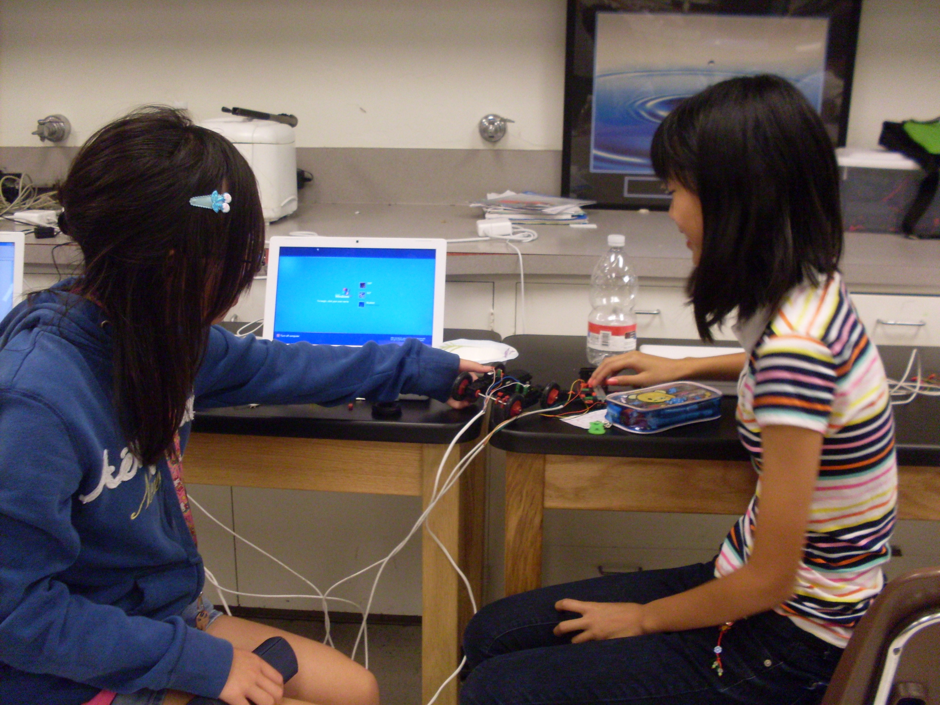 Students from Emerald STEM learning about engineering (El Cajon, 2009)
