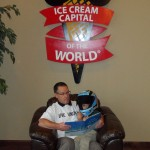 A United Way board member reading to a young child at the Blue Bunny Ice Cream Parlor (Le Mars, 2012)